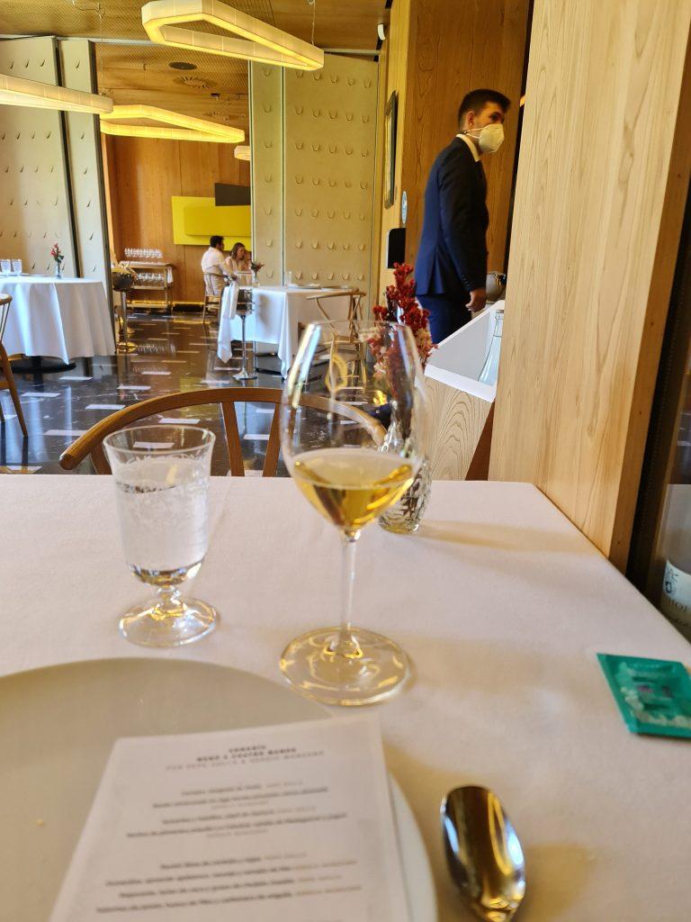 abarra-un-restaurante-que-brilla-y-vibra-en-madrid